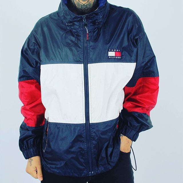 This Tommy hound has been saved for later and will be going live soon! Comes in an XL, little smaller than XL fitting with hood, pockets, elasticated cuffs feature, if the demand is high enough we'll drop this at 3, so what you lot saying?!? #gullygarms #tommyhilfiger #staygully ASOS.mp/GULLYGARMS