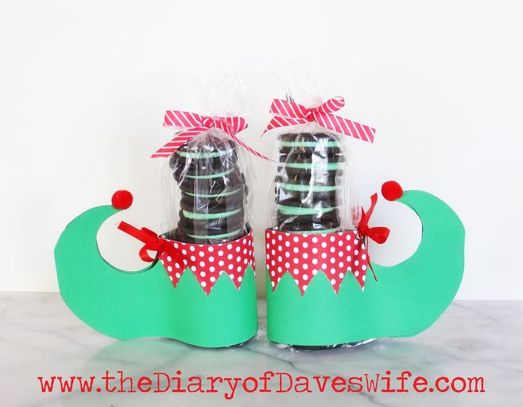 party treats---  the Diary of DavesWife: Oreo Elf Feet with Free Printable Pattern