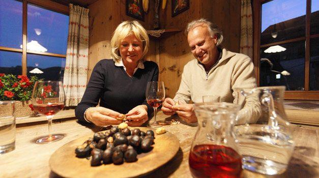 Törggelen auf den originalen Schankbetrieben der Marke Roter Hahn - Südtirol Commincia il Törggelen sui masi del Gallo Rosso in Alto Adige