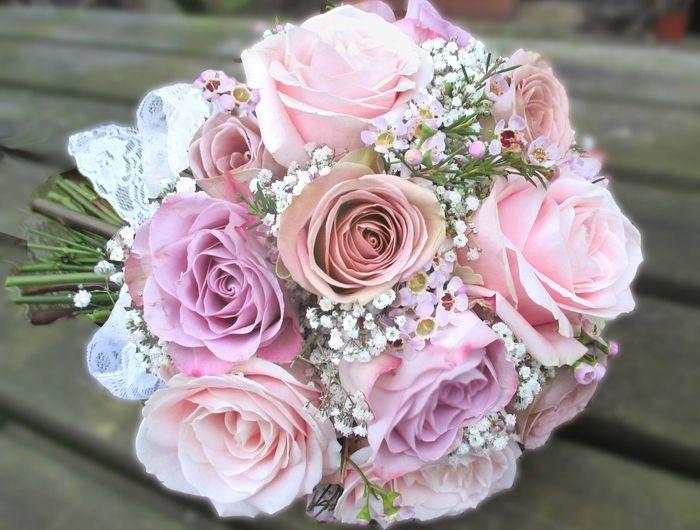 rosas rosadas y pequeñas flores blancas ramo de novia vintage para boda vintage