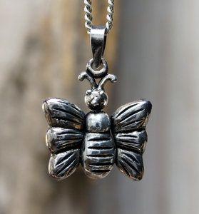 Echt zilveren (925) vlinder hanger.