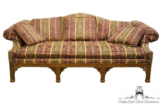 Drexel Heritage Camelback Traditional Sofa W Rolled Arms And Accent Pillows In 2020 Traditional Sofa Tuscan Style Bedrooms Sofa Design