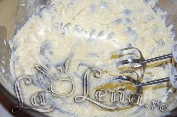 Crema de galbenusuri cu lapte si unt - Pas 11