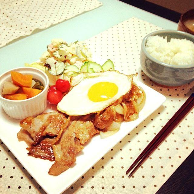 今日は職場のお友達が仕事で、辛いことがあったみたいで、話にきてくれました。急だったので、あるものでしかご飯できなかったけど、少しスッキリしたみたい。また、何かあったらおいでー(*^_^*) - 25件のもぐもぐ - 豚の生姜焼き定食 by yuuki518