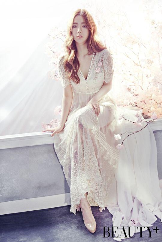Shin Se Kyung Beauty Plus May 2016 Look 2