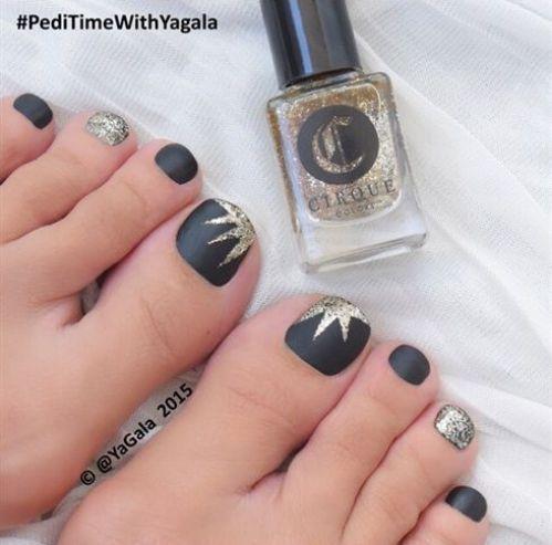 uñas de pies negras