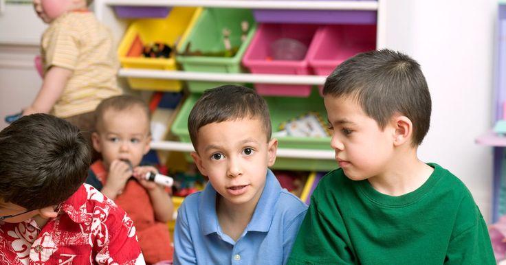 Sobre la orientación infantil preescolar. Los años formativos del niño son algunos de los años más importantes de su vida. Preescolar es uno de los primeros intentos estructurados de sumergir a un niño en el mundo más allá de sí mismo. Preescolar obliga a los niños a aprender a interactuar con sus pares y a desarrollar habilidades importantes como la lectura y la escritura. Para tener ...