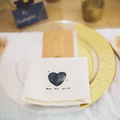Gilded Disposable Plastic Plates via @sideofsweet