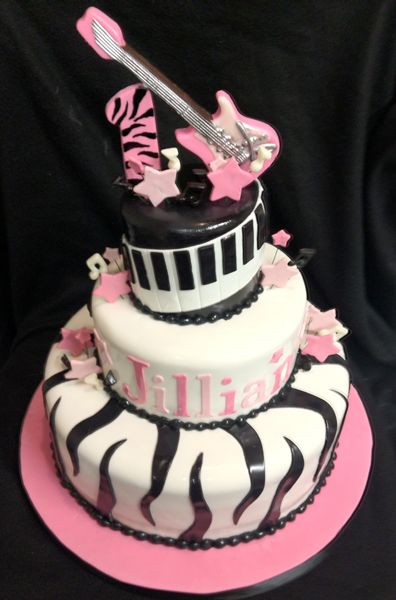 This Rock Star themed cake is perfect for any little girls first birthday. @Kristie Williams this would be the perfect party theme for summs first : )