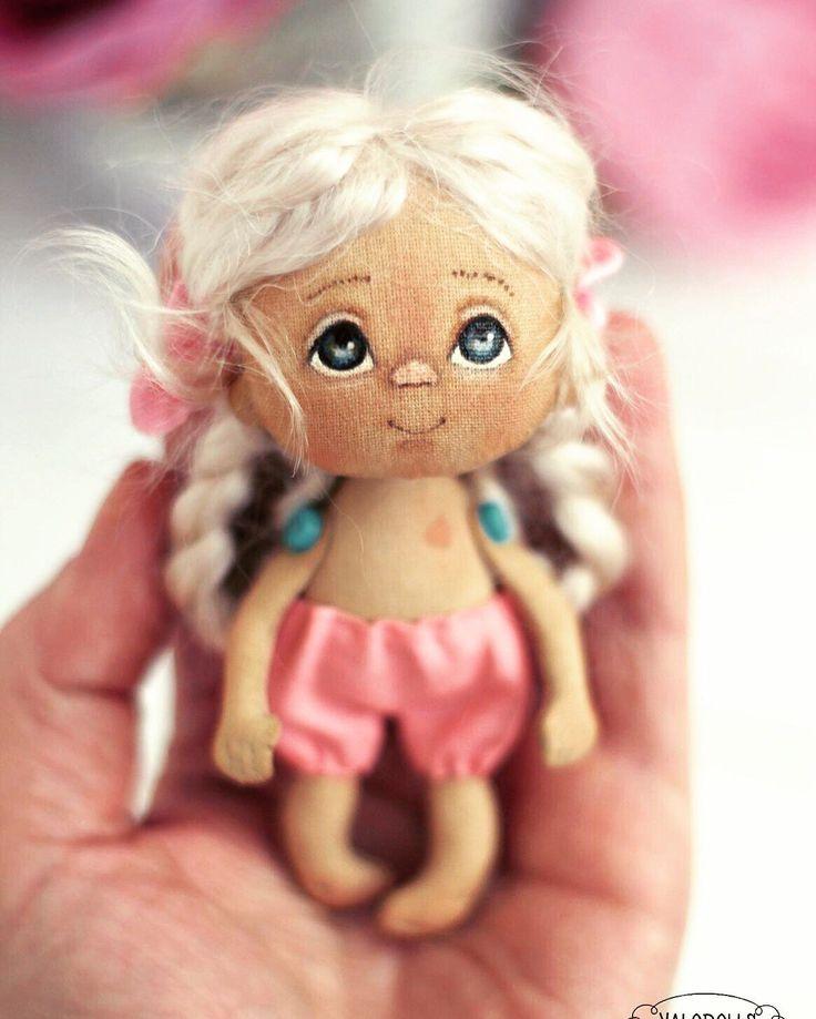 Купить Крошка-брошка! - крошка на ладошке, малютка, брошь ручной работы, брошь, кукла брошка