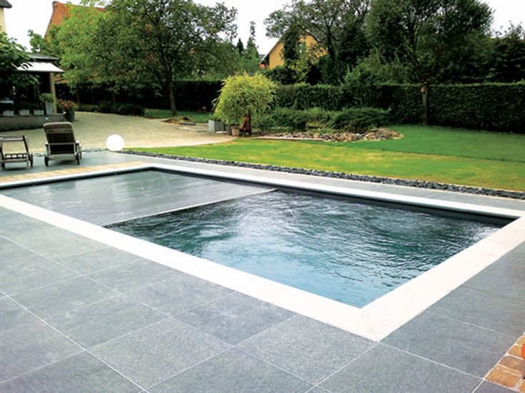 Reflection with roller cover looks simply stunning! | Leisure Pools Germany
