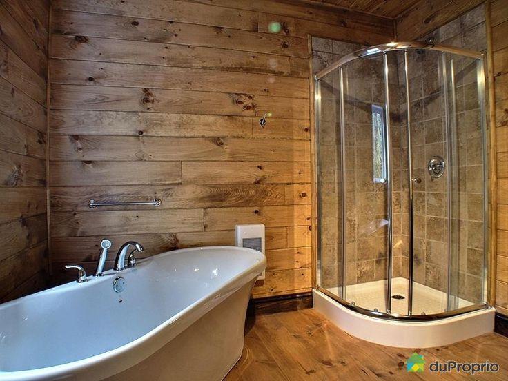 Salle de bain rustique avec douche - up position
