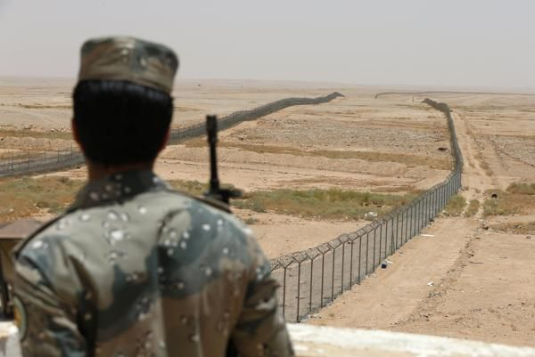 { THE GREAT WALL OF SAUDI ARABIA? } #YahooNews .... ''Saudi Arabia is building a 600-mile barrier on their border with Iraq designed to keep Islamic State militants out.''...... http://news.yahoo.com/great-wall-saudi-arabia-163153320.html