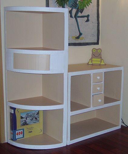 Voici mon petit pan de mur bien meublé. Je suis contente de moi, je trouve que ça rend pas mal. Les autres meubles du bureau sont dans les mêmes tons (bois clair et blanc). Quand j'ai commencé à cartonner il n'y a pas si longtemps que ça, mon mari avait...