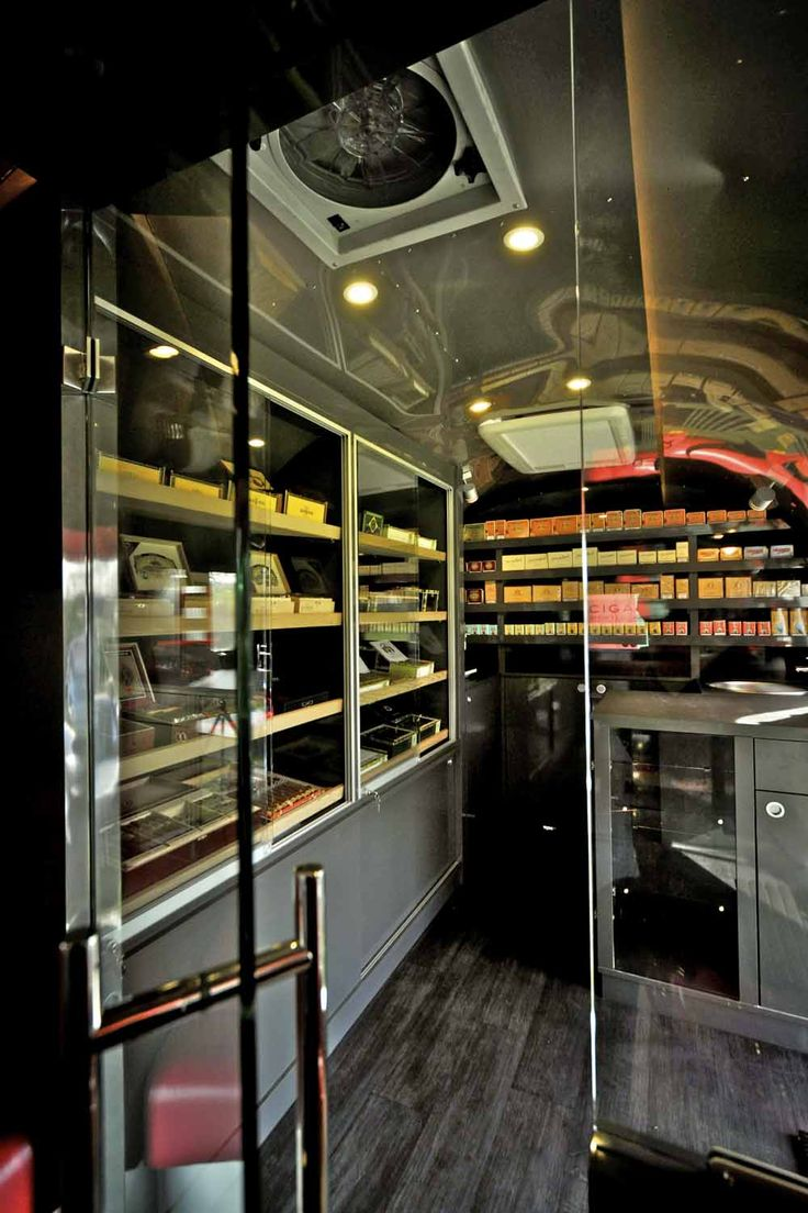 Mobile cigar shop & lounge in an airstreamer