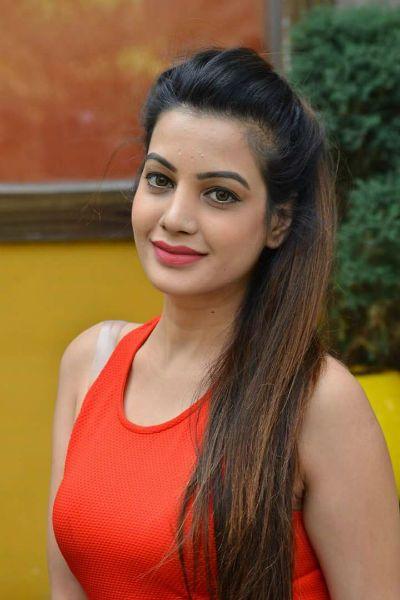 bollywoodmirchitadka.blogspot: South Indian Actress Deeksha Panth Hot Photo Galle...