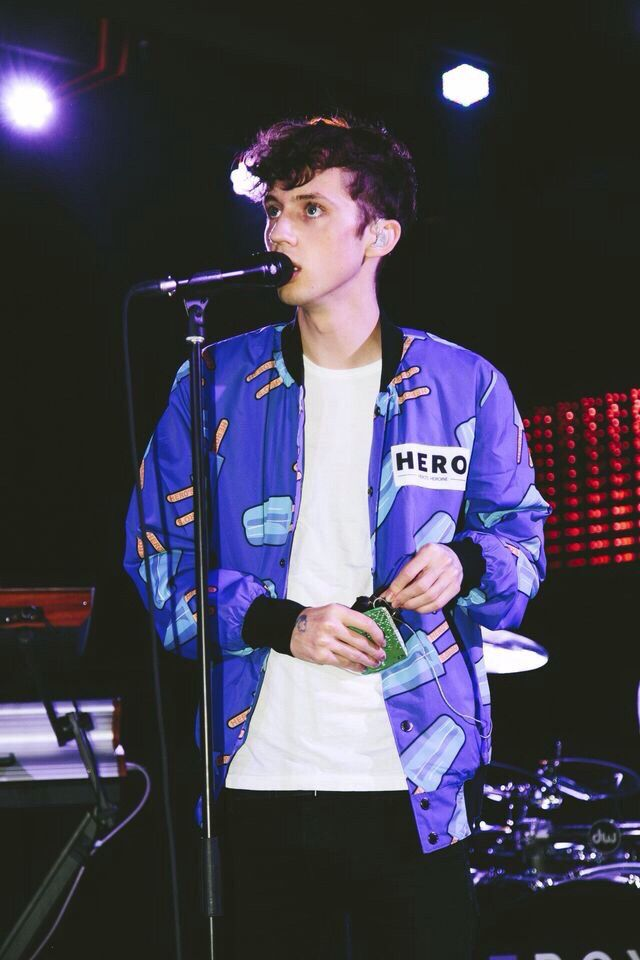Hey. I'm Troye. I'm your average gay 18 year old. I like Nutella, YouTube, singing, and Tumblr. Don't be shy to say hi! I'm a real sweetheart, I promise