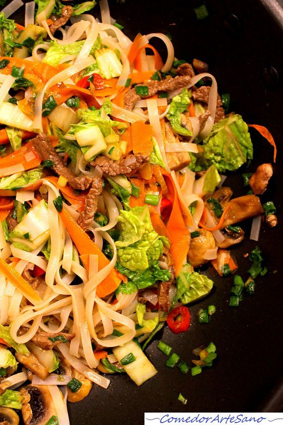 Fideos de arroz con ternera zanahoria champiñones y col china3