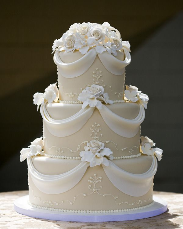 """According to Bridal Guide magazine when Queen Elizabeth II and Prince Philip married in 1947 their wedding cake was nine feet tall and weighed 500 pounds. The royal couple even cut the cake with Prince Philip's sword. It might not be 500 pounds but this cake looks pretty """"royal"""" don't you think? #SimplyModernBridal #weddingcakes"""