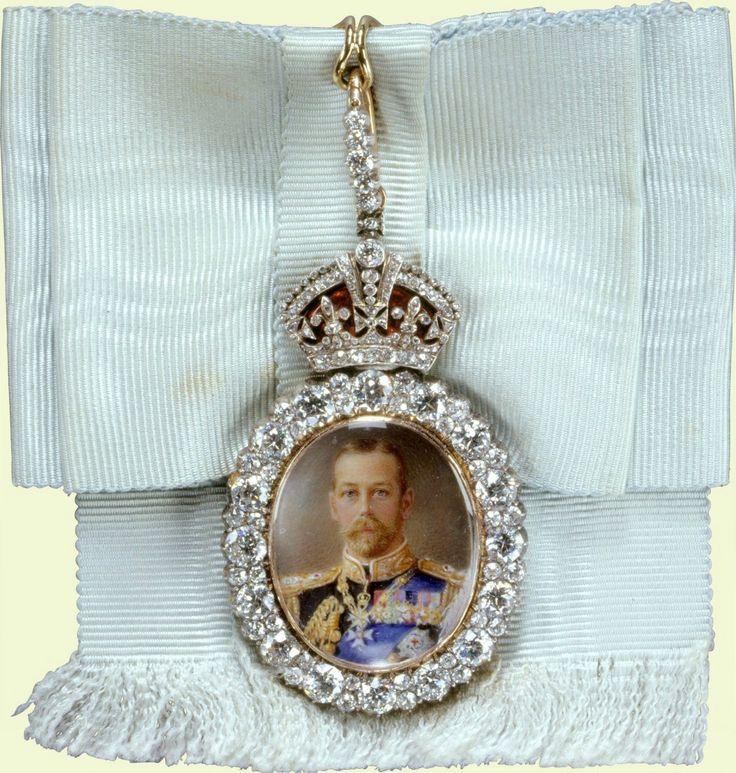 Royal Family Order of King George V - Badge  belonging to HM Queen Elizabeth II (obverse)