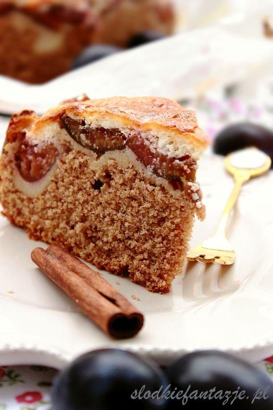 Słodkie Fantazje - Rumowe ciasto maltańskie ze śliwkami i cynamonem