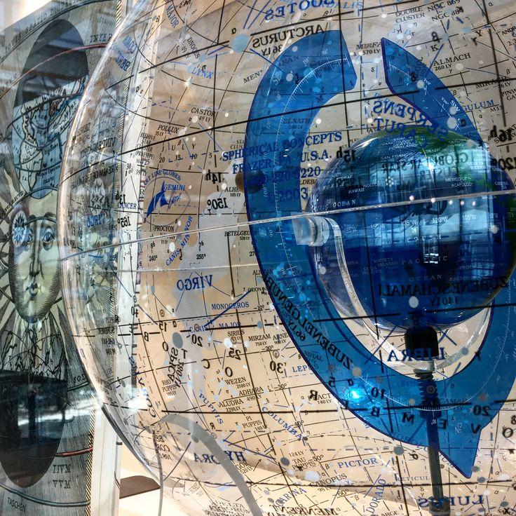 No cal una nau espacial per descobrir els misteris de l'Univers: a Laie CosmoCaixa trobaràs llibres i jocs per navegar a través de les constel·lacions  #ciencia #sciencebooks #science #univers #universo #books #llibres #libros