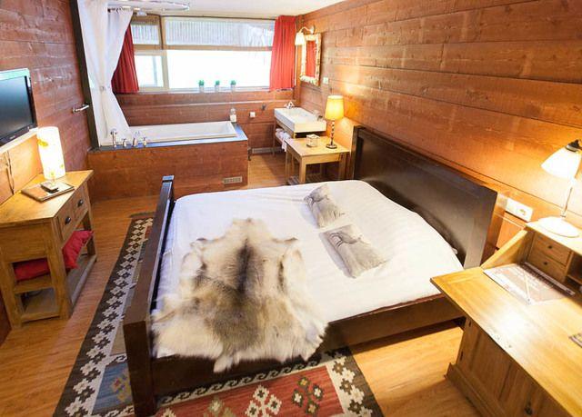 Knus badhotel in de stijl van een Amerikaanse lodge, incl. ontbijt, sauna & romantische extra's