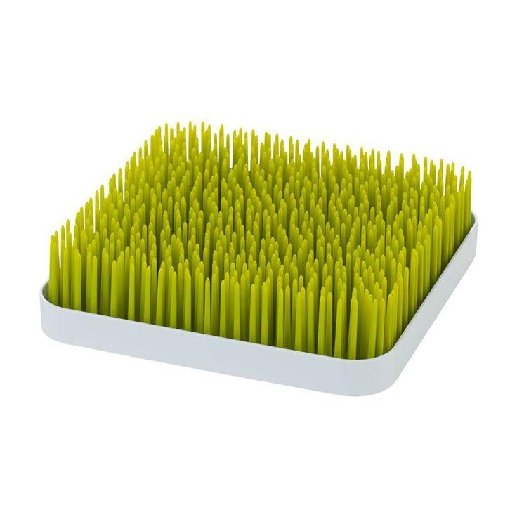 Dit trendy Boon afdruiprekje kan gebruikt worden met verschillende baby accessoires. De items rusten in het gras, terwijl het water in het onderliggende opvangbakje druipt. Ideaal voor voedingsflessen en fopspenen. Eenvoudig in onderhoud, de losgemaakte onderdelen kunnen zo in de vaatwasser