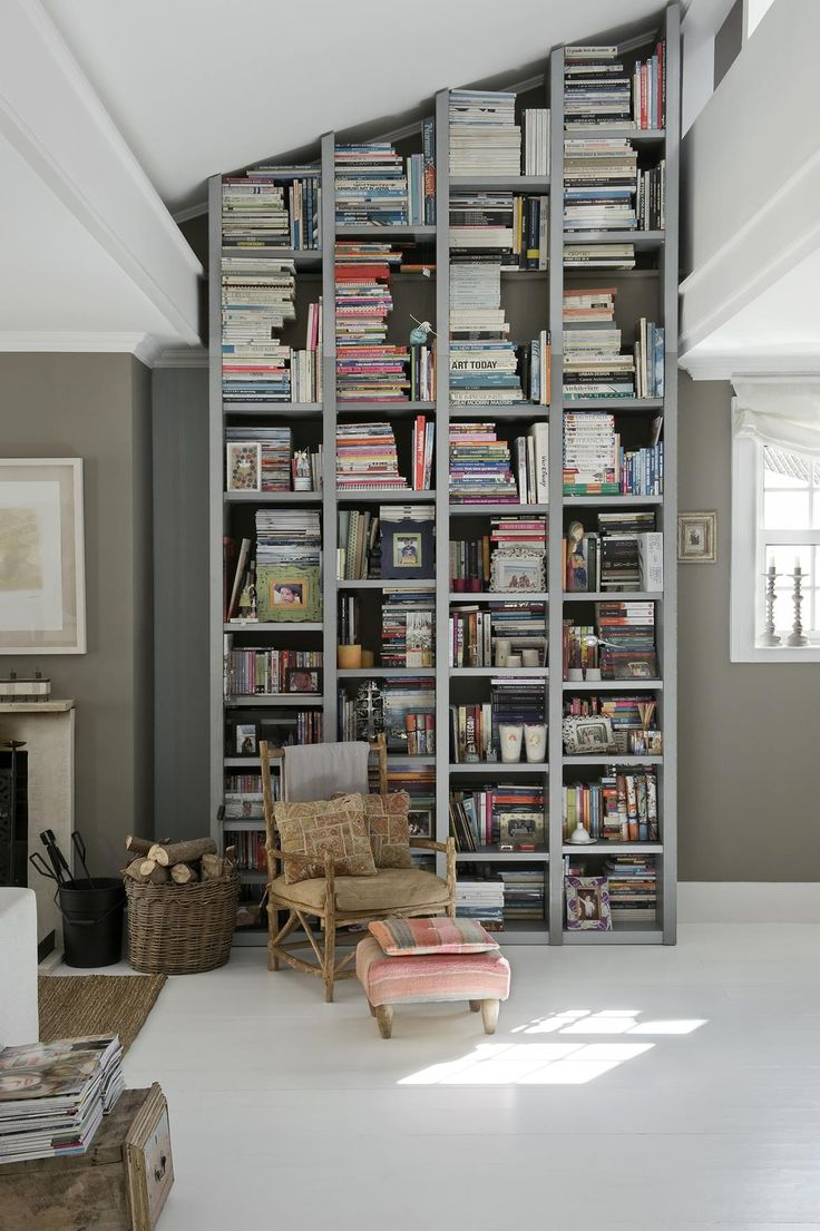 As Cambia Una Casa En Gris O En Blanco Por Ligia Casanova Tall Bookshelvesbookcasebedroom Dividerbookshelf