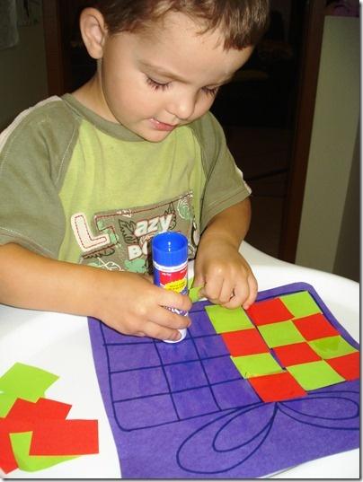 Patroon plakken! De site doet het niet maar de foto spreekt voor zich! Dit is leuk om te doen met de kinderen!