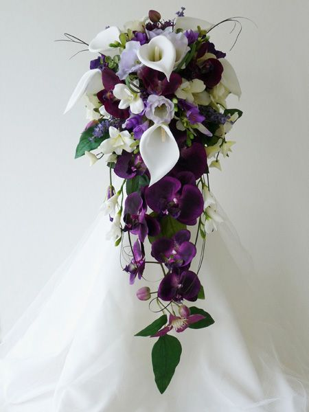 OMG this is the perfect bouquet! I love the white flowers with the purple ones...and a little bit of green! This is the bouquet I want.