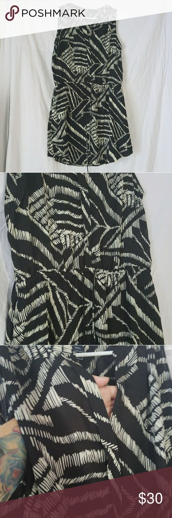 Black and white Gap dress WITH POCKETS This dress is gently used, still in very good condition. There is a small spot of fray in the middle back, as noted in picture. It has a V neck and a drawstring that ties in the front. Also, IT HAS POCKETS!! GAP Dresses