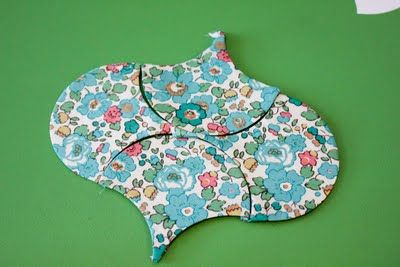 really good clamshell paper piecing tutorial: feeling clammy by  BadSkirt.  With glue-basting and hand ladder-stitching.