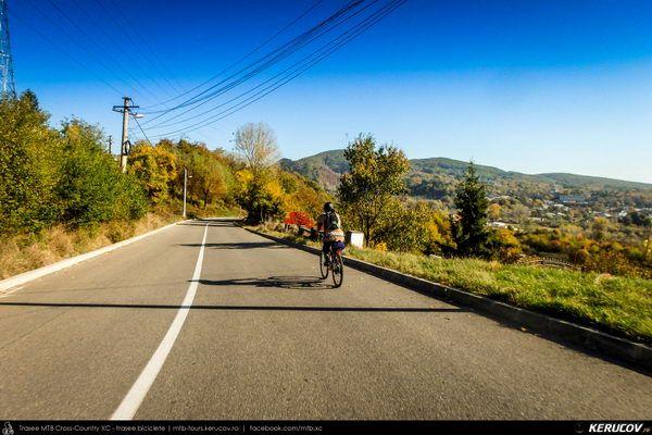 Traseu cu bicicleta SSP Campina - Banesti - Urleta - Mislea - Cocorastii Mislii - Plopeni - Baicoi - Floresti, Judetul Prahova, Romania. Octombrie. Prahova. Revenire. Culori de toamna. La o saptamana distanta. Subcarpati. Peisaje frumoase. Locuri cunoscute. Plimbare. Un drum foarte frumos, varianta mai usoara a traseului de la DPD47. Din Campina, pe la stejarul secular din Cocorastii Misli (...)