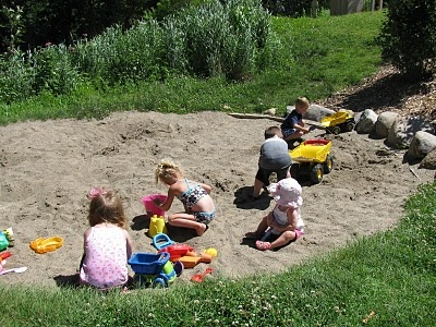 Simple. Messy. Fun!: Natural Playscape
