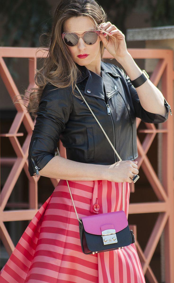 Chic & Style for #FURLAPERFECTMATCH! #SophieArtPhoto #HelenaStyle #maxandco #FURLA #fashion #fashionblogger #style #streetsyle #accessories #pink #black #cuff #sunglasses #ring #ilovemomblog