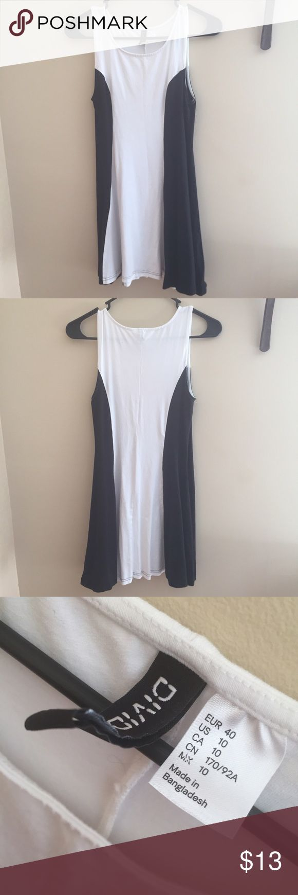 Black and white skater dress White skater dress with black sides that help enhance your figure and make your waist look smaller. Very stretchy. H&M Dresses Mini