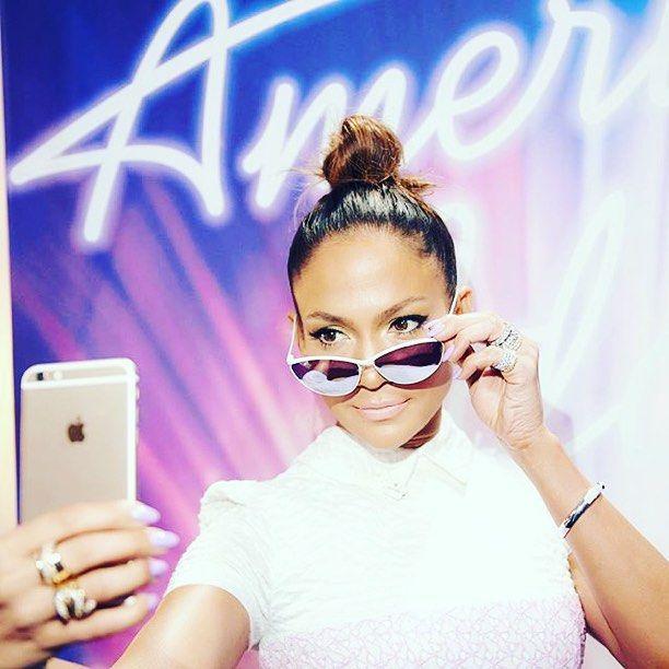 @jlo #selfie with her #samaeyewear #bianca #sunglasses ! #americanidol @americanidol @ryanseacrest #shades #sunnies #cool #hothothot  #jenniferlopez #jlo #samasunglasses #destinationsama  #samashop #online