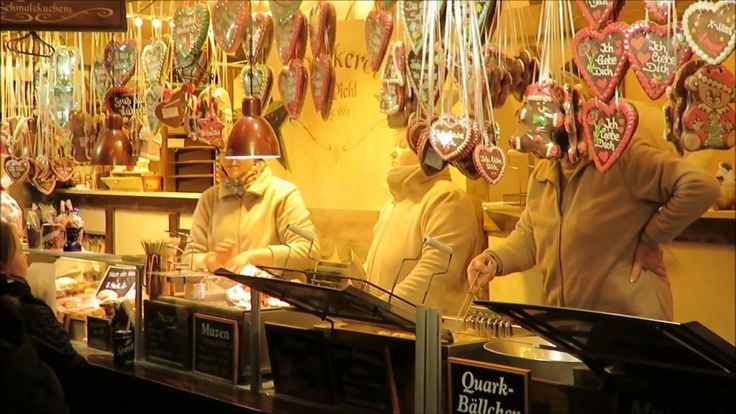 Lübecker Weihnachtsmarkt in der Weihnachtsstadt des Nordens in Schleswig-Holstein. In der Hansestadt Lübeck erwarten Dich mehrere Weihnachtsmärkte in der gesamten Altstadt mit Riesenrad Märchenwald und natürlich vielen Ständen und Buden an denen es Glühwein Bratwurst Handwerkskunst Geschenkideen Weihnachtsdeko und vieles mehr gibt. Bis Ende Dezember ist Lübeck ein einziger Weihnachtstraum mit seinen weihnachtlich geschmückten Altstadtstraßen und den Weihnachtsmärkten. Der berühmte…