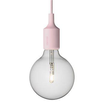Eenvoud bewijst maar weer eens zijn kracht in deze designlamp. Enkel het snoer en de siliconen rubberen fitting laten het peertje stralen zoals je niet eerder hebt gezien. Combineer meerdere lampen op diverse hoogtes voor een creatief lichteffect!