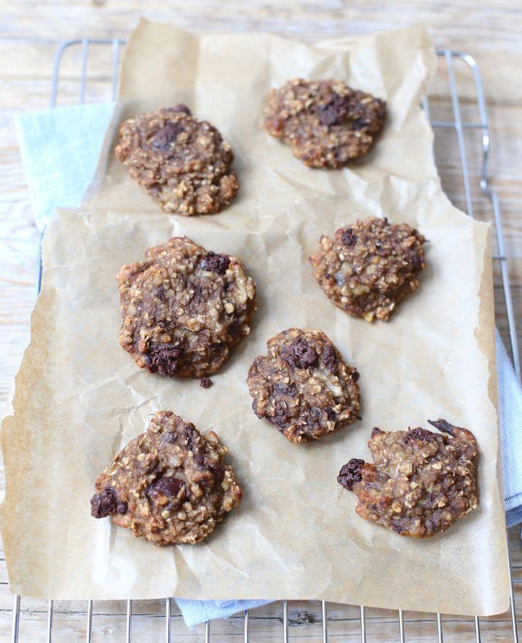 Voor deze gezonde koekjes heb je maar een paar ingrediënten nodig. Ze zijn super lekker en heel simpel te maken. Verdubbel eventueel deingrediëntenzodat je ook voor de rest van de week een stapel koekjes hebt, bijvoorbeeld om mee te nemen…