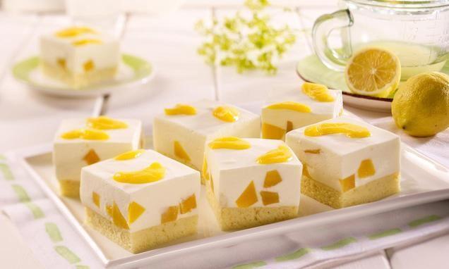 Eine eckige Käse-Sahne-Mango-Schnitte mit pflanzlichem Geliermittel