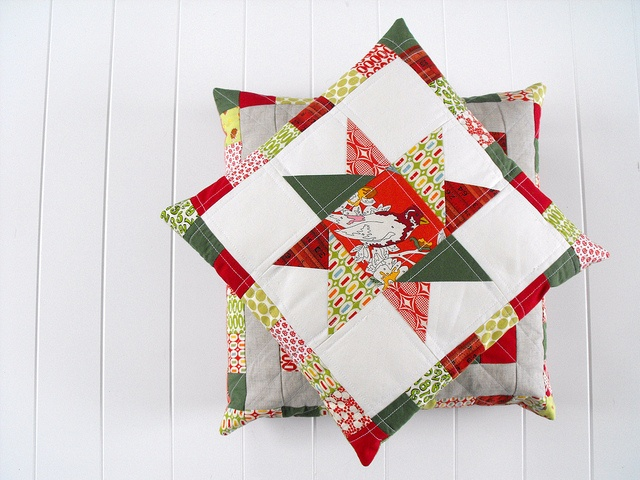 : Christmas Crafts, Quilts Inspiration, Quilts Christmas, Cute Pillows, Christmas Pillows, Quilts Pillows, Fussy Cut, Quilts Cushions, Christmas Stars