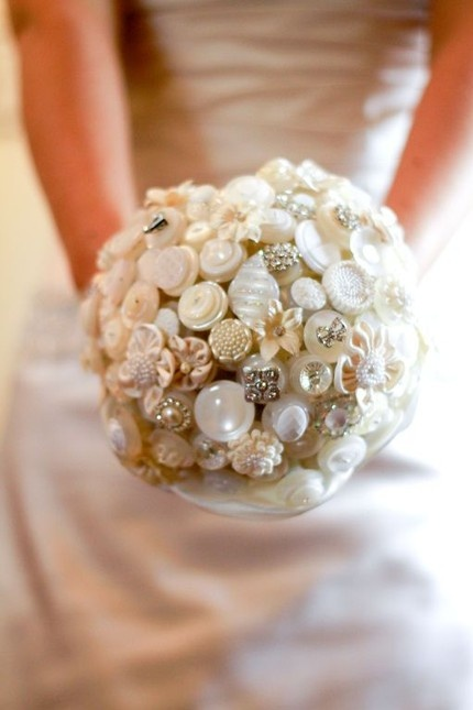 A button bouquet! Though I doubt I would incorporate this, the idea is cute.