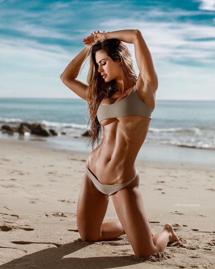 Katelyn Runck Posing In Bikini On The Beach Looking Fit And Toned Cumlouder 1