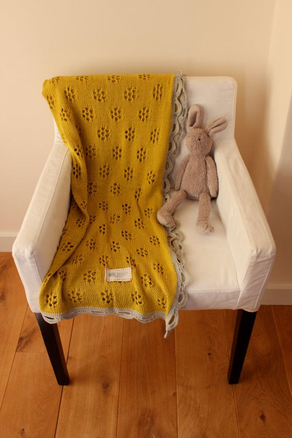 HandMade Knitted Baby Blanket With Lovely Daisy Pattern by MrMIZO