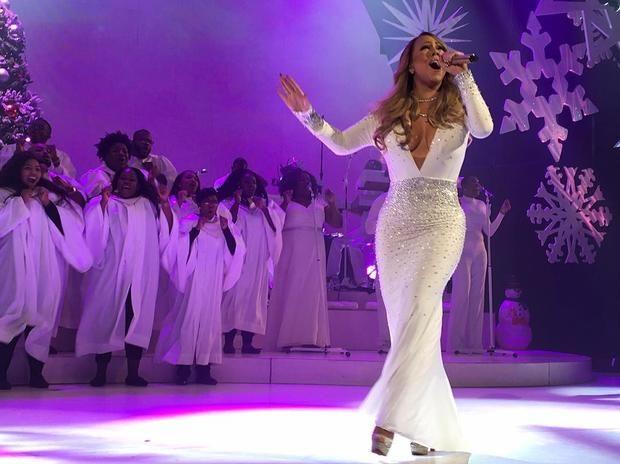Мэрайя Кэри оконфузилась во время новогоднего концерта на Таймс-Сквер http://joinfo.ua/showbiz/1192282_Merayya-Keri-okonfuzilas-vremya-novogodnego.html  Разочарованием завершилось уличное новогоднее выступление Мэрайи Кэри (Mariah Carey) в Нью-Йорке.Мэрайя Кэри оконфузилась во время новогоднего концерта на Таймс-Сквер, подробнее...
