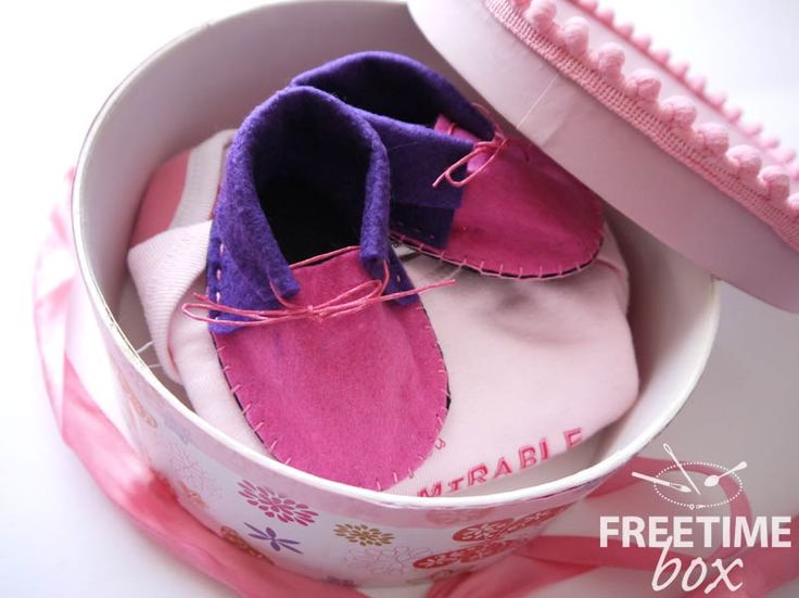 Tuto DIY : réaliser des chaussons de bébé en feutrine.