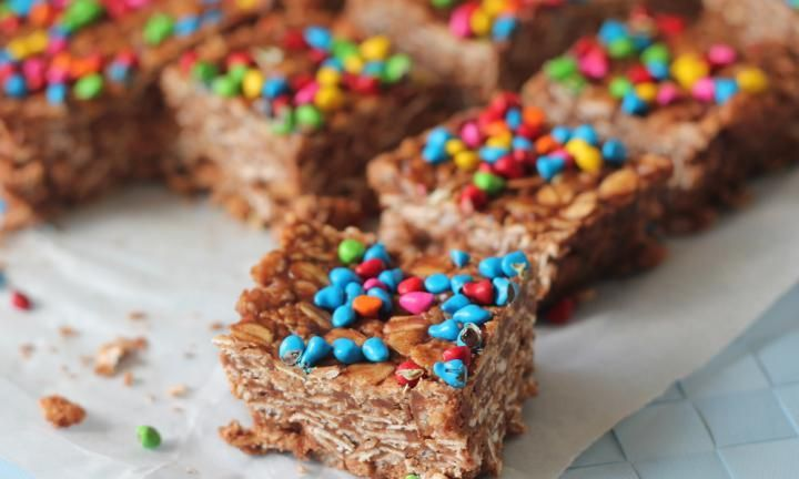 These no-bake Nutella bars are packed with oats and cocoa to make tasty little chocolate squares. Top them with your favourite sprinkles.
