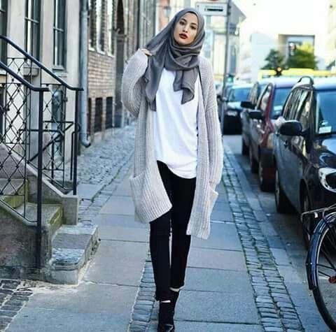 Immagine tramite We Heart It #hijab #hijabfashion #hijabstyle #hijabigirls #modesthijabi #hijaboutfits